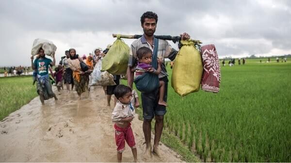 Rohingya refugees receiving food in Kutupalong camp, southern Bangladesh